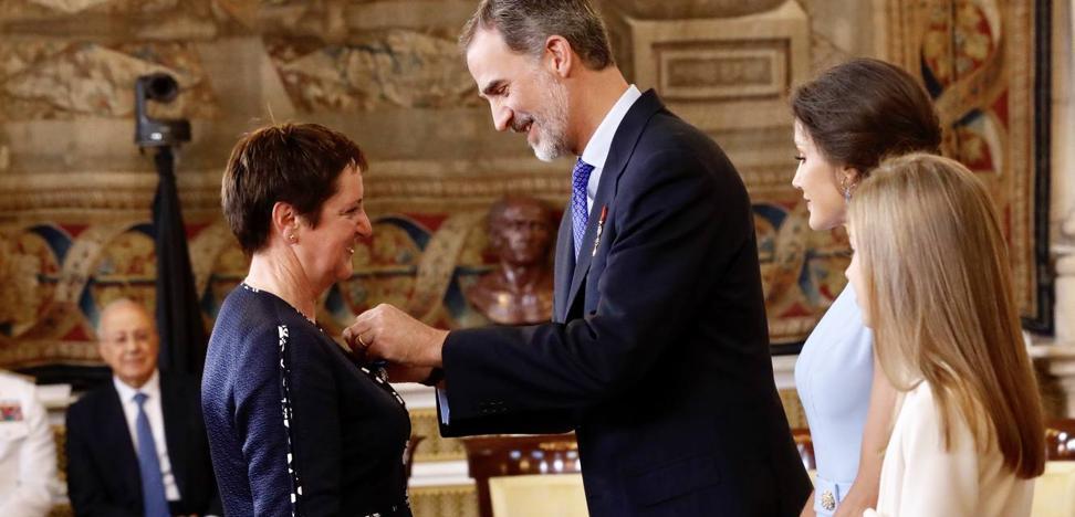 La capataz forestal cántabra, Rosaura Campuzano, recibe la Orden del Mérito Civil