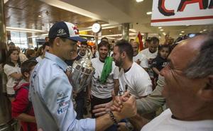 Dani Sordo, el campeón de Cerdeña, recibido como un héroe en su llegada a casa