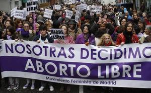 Un consejero andaluz, sobre el aborto: «Lo fácil es llegar y el chupetón»