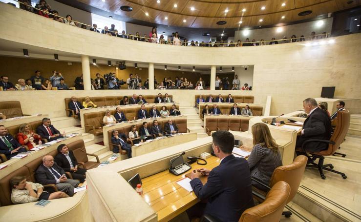 Pleno de constitución del Parlamento de Cantabria