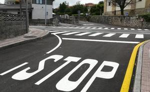 Camargo renueva el asfalto de las áreas más transitadas de Muriedas