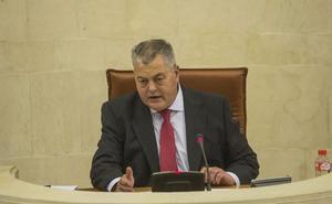 El presidente del Parlamento renunciará al sueldo al ser incompatible con su pensión de incapacidad