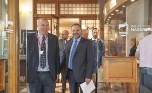 Ábalos ve «absolutamente factible» cumplir los compromisos con Cantabria