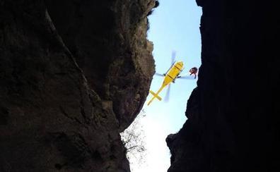 Un niño, clave en el rescate del montañero que cayó por una grieta cerca del Naranjo de Bulnes