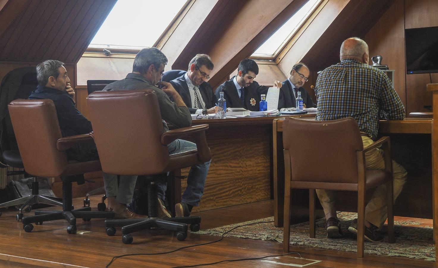 Los tres responsables de mantenimiento del Puerto niegan que se quedaran con el dinero de la chatarra