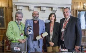 Paco Delgado dedica Premio de la UIMP a quienes están «detrás de las cámaras»