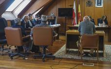 La Fiscalía mantiene la pena de cuatro años para los tres acusados de quedarse con el dinero de la chatarra del Puerto