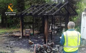 Investigan a un extrabajador de un camping de Valdáliga por provocar cuatro incendios