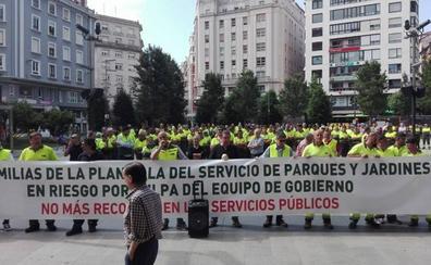 Los trabajadores de Parques y Jardines vuelven a manifestarse, para que «no caiga en el olvido nuestra situación»