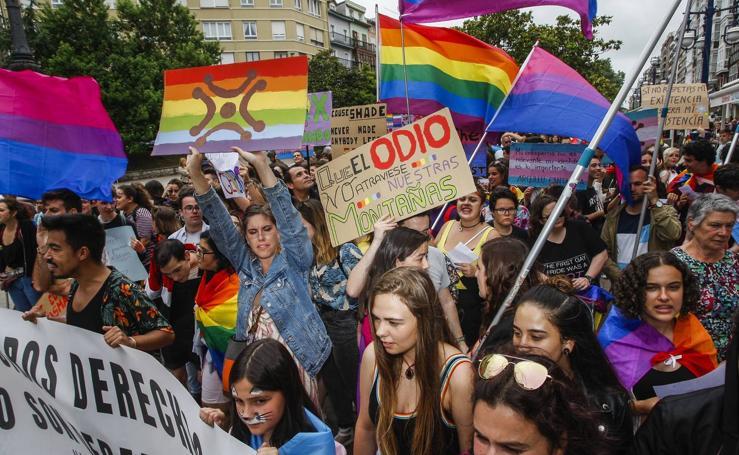 La manifestación por el Día del Orgullo por el centro de Santander