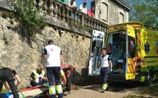Un hombre de 64, herido tras sufrir un accidente en tractor en San Pedro de Soba