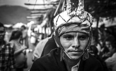 El fotógrafo Heriberto Paredes trae a Santander las imágenes de las resistencias en México en una peculiar expo-libro