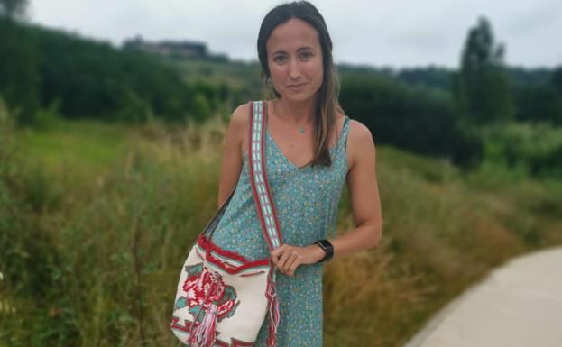 Los bolsos de crochet de las famosas, tejidos desde la playa de San Vicente de la Barquera