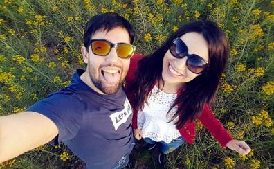 Regi Fernández y Juanra Santana, una pareja cántabra que colecciona viajes, imanes y 'likes' en Instagram