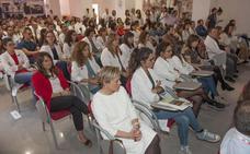 Más de la mitad de los médicos de familia y los pediatras se van de Cantabria al acabar el MIR