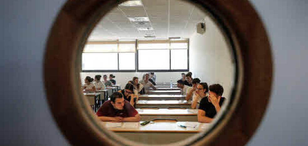 Casi el 30% de los universitarios no tiene trabajo cuatro años después de acabar la carrera