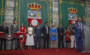 Revilla pide a los nuevos consejeros que den «lo máximo» para que Cantabria «siga mejorando»