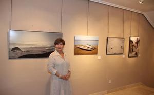 Ana Santamatilde muestra en Potes la exposición fotográfica 'Bajo el mismo cielo'