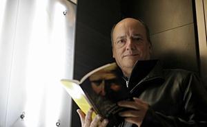 «El escritor es un lector de un libro que todavía no existe. Lo imagina y quiere hacerlo real»