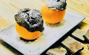 Cocina en casa un sabroso bizcocho de naranja y chocolate