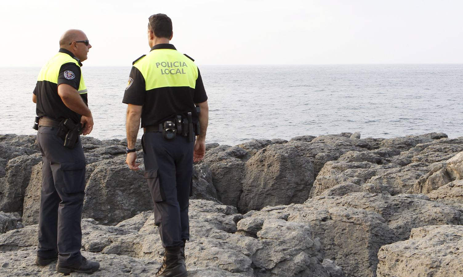 Noja busca dos policías locales