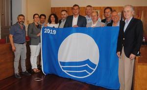 Bandera azul ya ondea en 11 arenales de la región