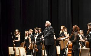 Péter Csaba se pone al frente de la Orquesta de Cuerda del Encuentro