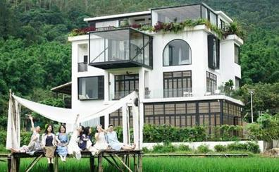 Siete amigas construyen la casa de sus sueños para envejecer juntas