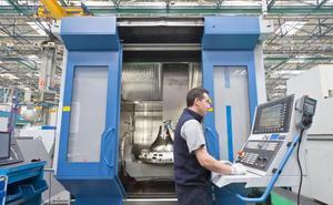 La industria lidera la contratación temporal en Cantabria, con una media del 95%