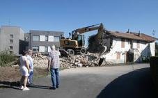 Polanco derriba un edificio en estado de ruina denunciado por los vecinos