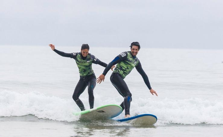 El surf, el deporte del verano y los famosos en Cantabria