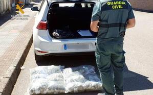 Detenido con más de 14 kilos de marihuana que cultivaba en una casa de Treto