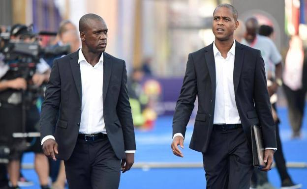 Clarence Seedorf y Patrick Kluivert, paseando./AFP