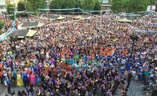 Las calles de Santander se llenan de gente en el arranque de las fiestas