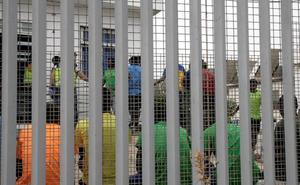 Medio centenar de inmigrantes logra saltar la valla de Melilla