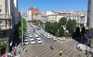 Taxistas y policías cortan el centro de Santander para exigir más agentes en las calles