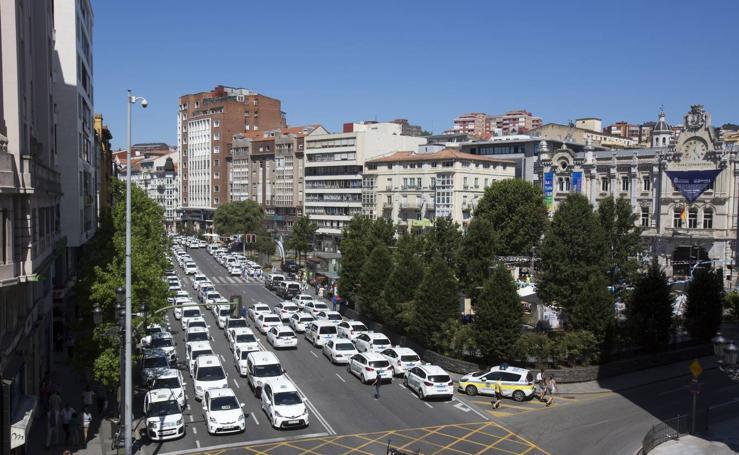 Taxistas y policías locales protestan en Santander