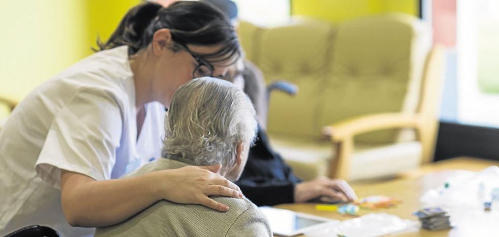 Cantabria necesita 500 plazas para desatascar la lista de espera de las residencias de mayores