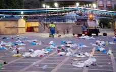 El botellón y la basura de las fiestas se mudan de Cañadío a Pombo