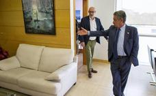 Revilla y Álvarez se comprometen a «ir de la mano» en los asuntos de «interés general» para Cantabria