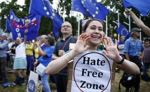 La UE ofrece diálogo pero se prepara para el choque