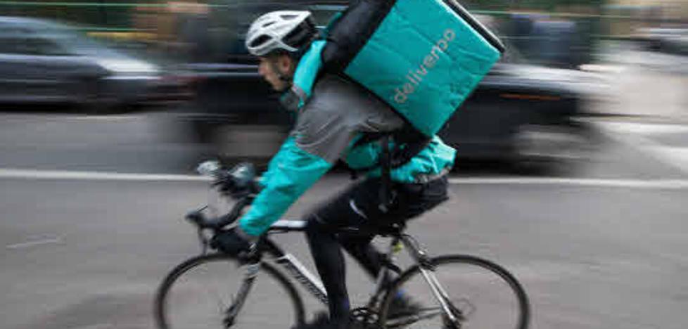 La Seguridad Social gana el juicio contra Deliveroo: los 'riders' son falsos autónomos