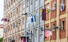 La Oficina de emergencia habitacional consigue un piso para las dos mujeres a punto de ser desahuciadas