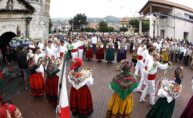 Tanos celebra la procesión de Santa Ana