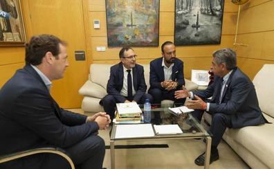 Revilla y López Estrada destacan necesidad de suelo industrial Torrelavega