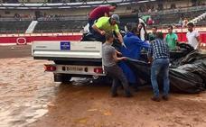 La corrida de la Feria de Santiago se celebra pese a la lluvia