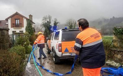 El Gobierno regional se compromete a reforzar las agrupaciones municipales de Protección Civil