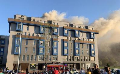 Un incendio en la cocina de un bar obliga a desalojar un bloque de pisos en la calle Tomás y Valiente