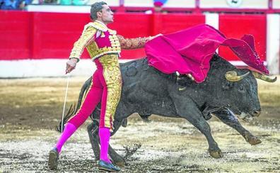 Paco Ureña enciende la traca final
