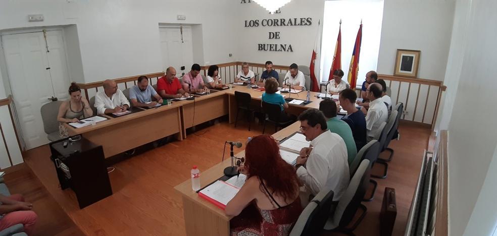 IU y Podemos califican el último pleno en Los Corrales de «circo»